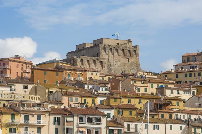 ITALIEN - SPANSK FÄSTNING - 6 SEPTEMBER 2018 Fortezza Spagnola den spanska fästningen är en kust- befästning som dominerar Po arkivbild