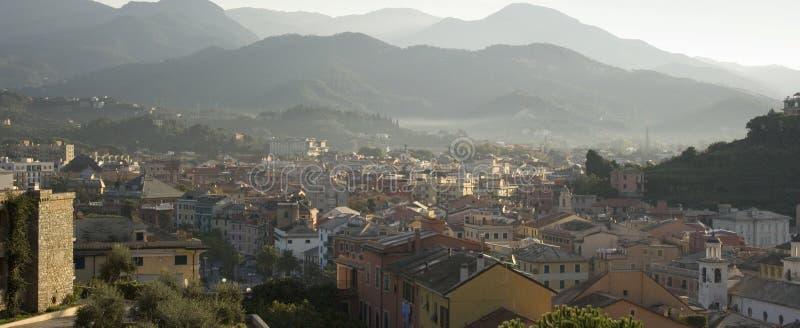 italienare över townsikt royaltyfri fotografi