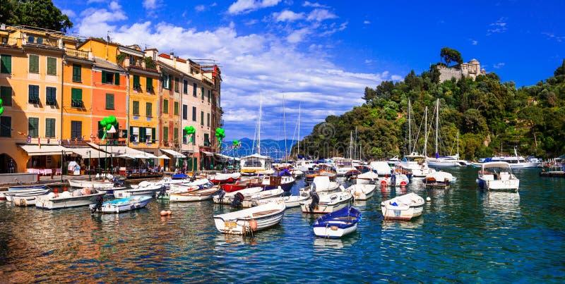 Italienare semestrar - den härliga färgrika staden Portofino i Liguria royaltyfria bilder