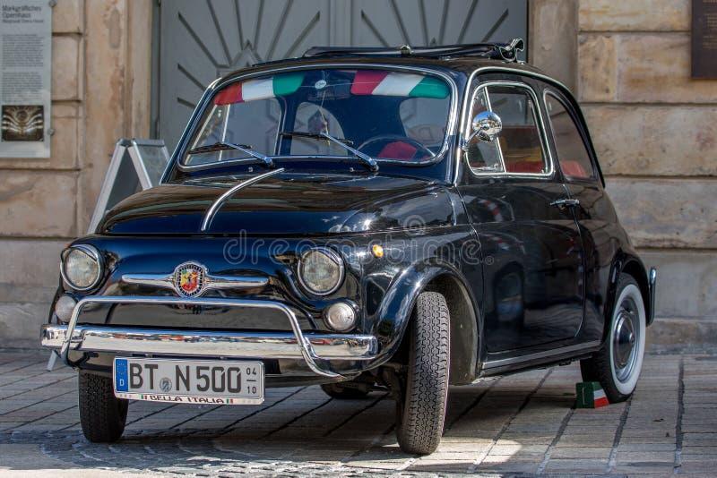 ItalienareFiat 500 klassisk sportig cabriolet av 60-tal royaltyfri foto
