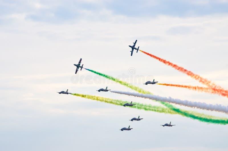 ItalienareFrecce Tricolori bildande på Radom Airshow, Polen royaltyfria foton