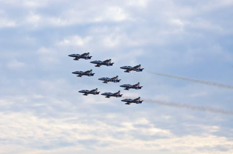 ItalienareFrecce Tricolori bildande på Radom Airshow, Polen arkivbilder