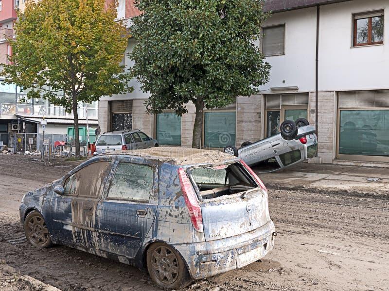 Italiener überschwemmt Nachmahd, umgedrehte Autotilgung lizenzfreies stockbild