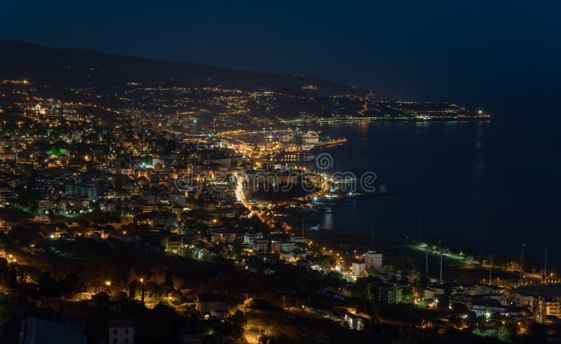 Italiener Riviera, Sanremo bis zum Nacht stockfotografie