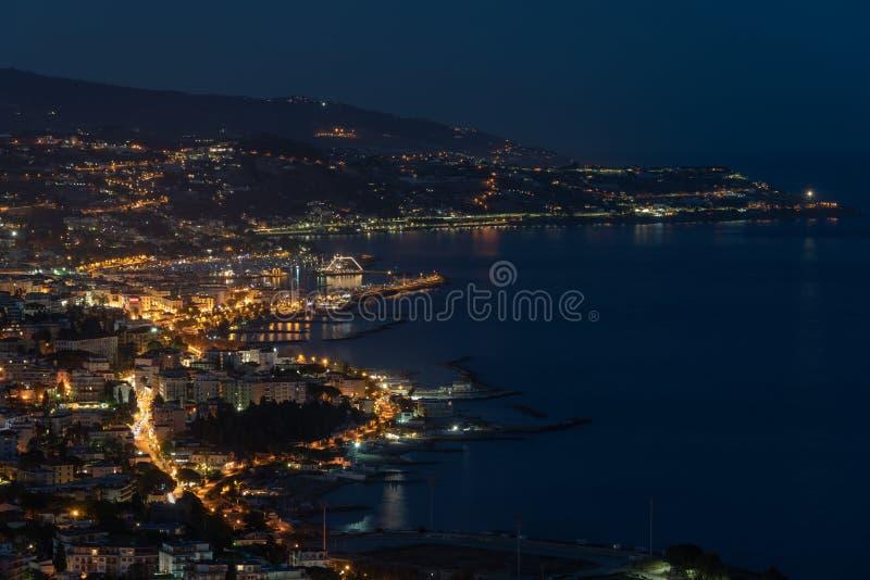 Italiener Riviera, Sanremo bis zum Nacht lizenzfreies stockbild