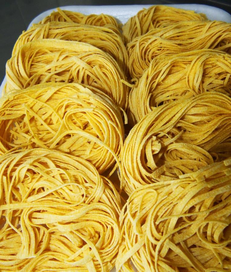 Italienische Bandnudeln alle 'uovo, traditionelle italienische Nahrung stockbild