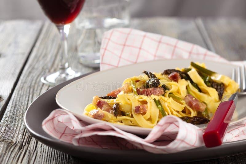 Italienische Nahrung Teigwaren carbonara lizenzfreies stockfoto