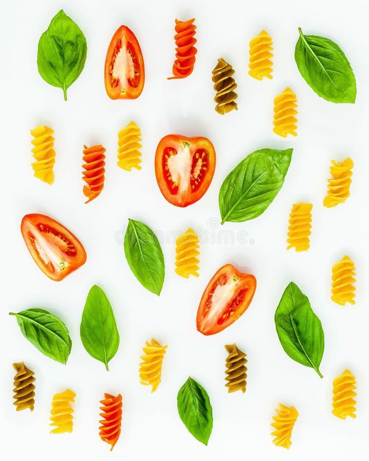Italienische Nahrungsmittel Konzept und Menüdesign Fusilli mit Tomate und s lizenzfreie stockbilder
