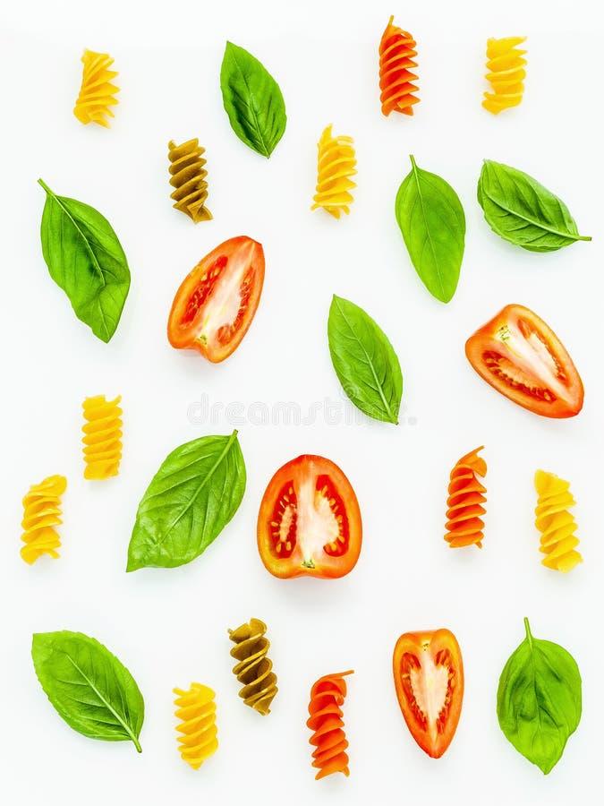 Italienische Nahrungsmittel Konzept und Menüdesign Fusilli mit Tomate und s lizenzfreie stockfotografie