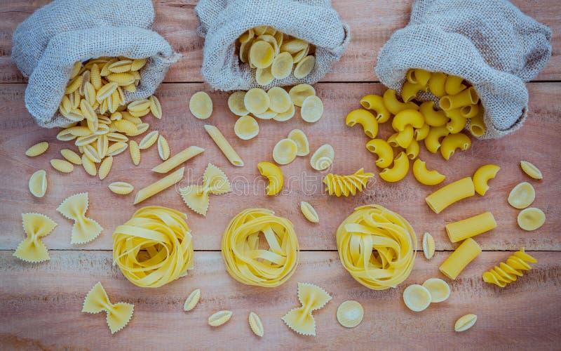Italienische Nahrungsmittel Konzept und Menüdesign Verschiedene Art von Teigwaren-EL lizenzfreie stockfotografie
