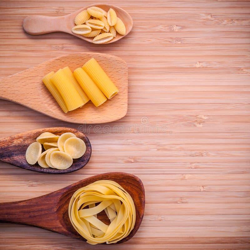 Italienische Nahrungsmittel Konzept und Menüdesign Verschiedene Art von Teigwaren-F.E. stockfotos