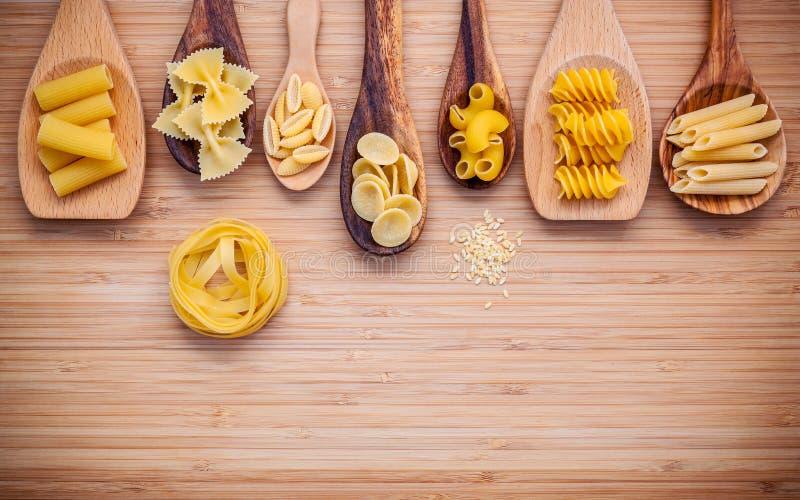 Italienische Nahrungsmittel Konzept und Menüdesign Verschiedene Art von Teigwaren weit stockfotografie
