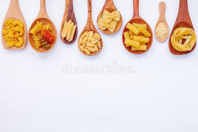 Italienische Nahrungsmittel Konzept und Menüdesign Verschiedene Art von Teigwaren weit lizenzfreie stockfotografie