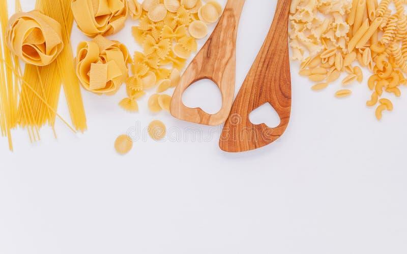 Italienische Nahrungsmittel Konzept und Menüdesign Verschiedene Art von Teigwaren weit lizenzfreie stockfotos