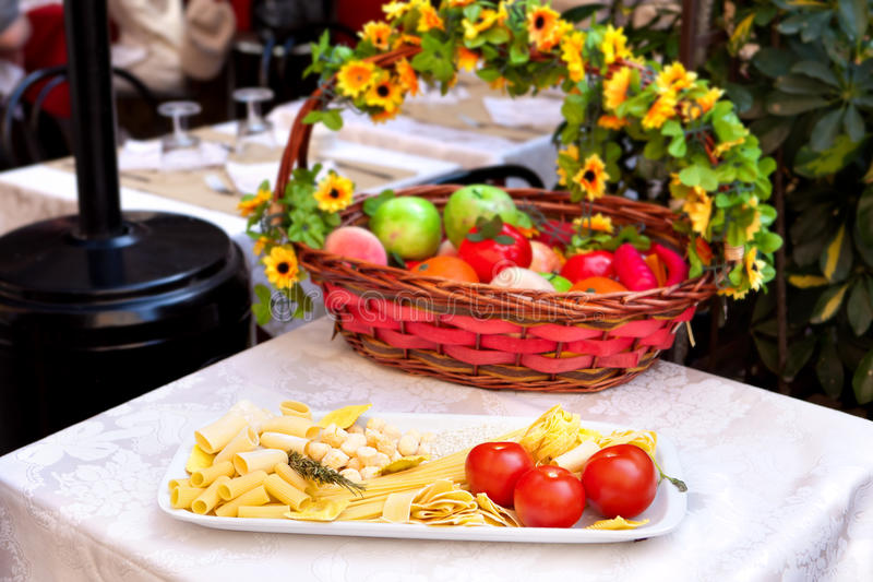 Italienische Teigwaren - Restaurantanzeige stockfotografie