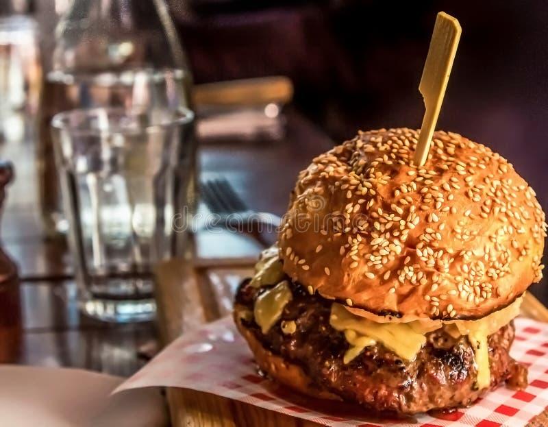 Italienischer Arthamburger lizenzfreies stockbild