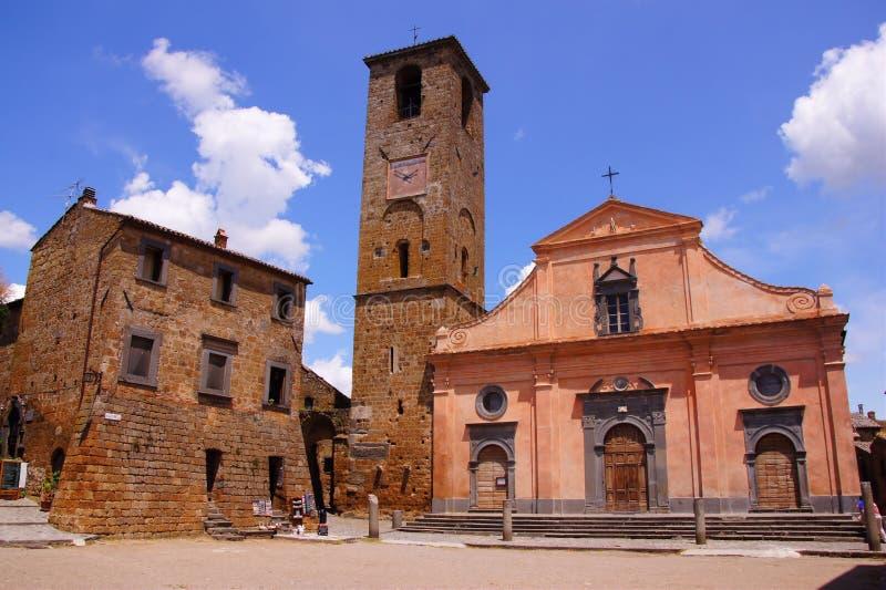 Italienischer Dorfplatz lizenzfreie stockfotos