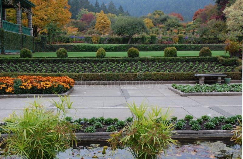 Italienischer Garten im Fall stockfotografie