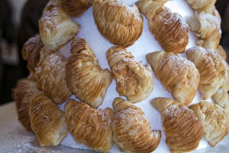 Italienischer Gebäckkuchen auf Stand lizenzfreie stockfotos
