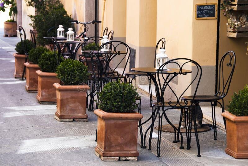 Italienischer im Freienkaffee stockbilder