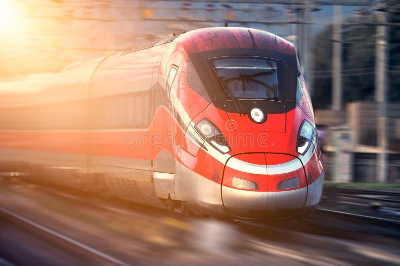 Italienischer moderner Hochgeschwindigkeitszug lizenzfreies stockfoto