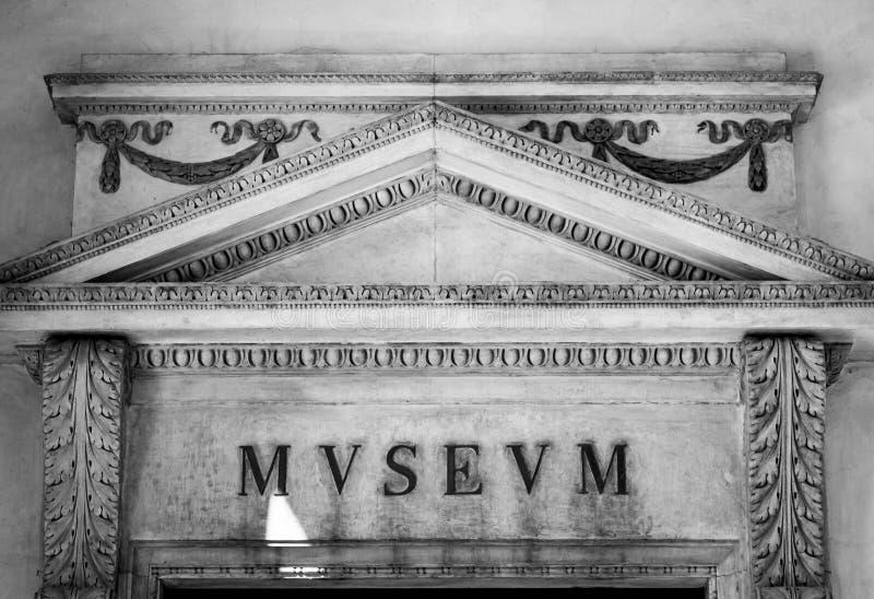 Italienischer Museums-Eingang stockbild