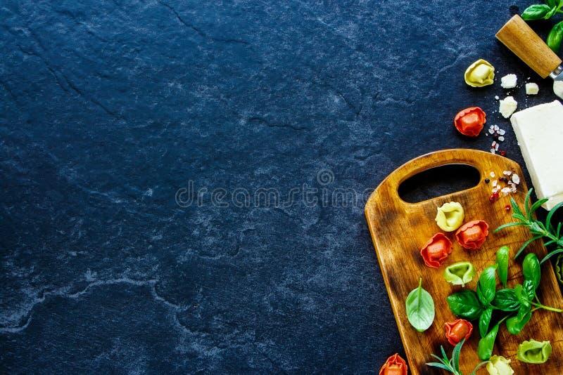 Italienischer Nahrungsmittelhintergrund lizenzfreie stockfotografie