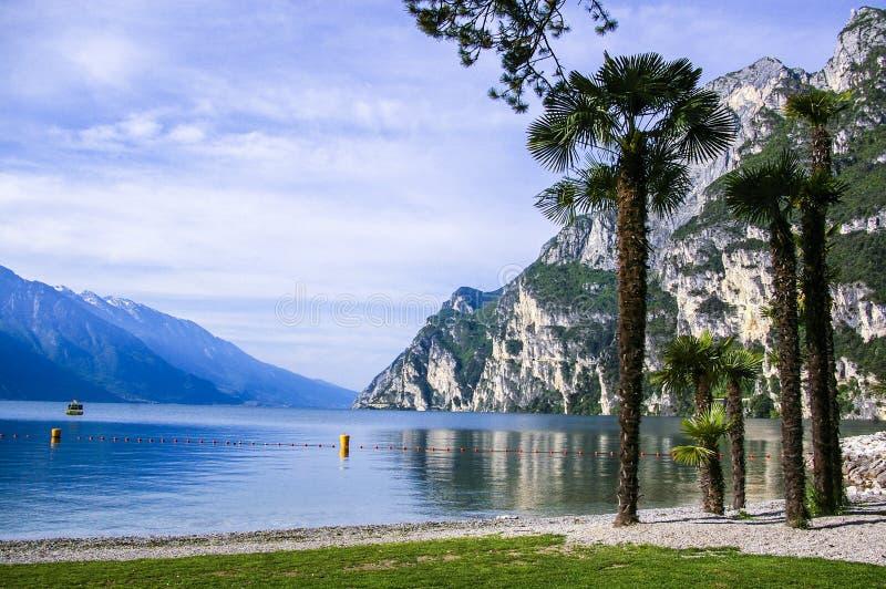 Italienischer See des Garda Sees panoramisch stockfotografie