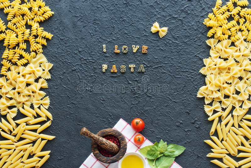 Italienischer Teigwarenrahmen Ich liebe Teigwarenkonzept stockfotos