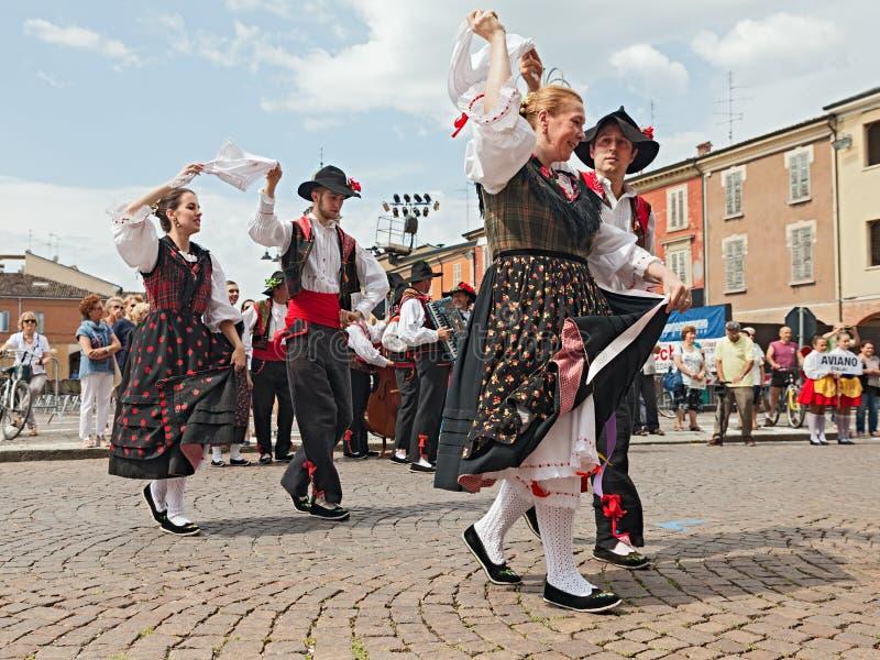 Italienischer traditioneller Tanz lizenzfreies stockbild