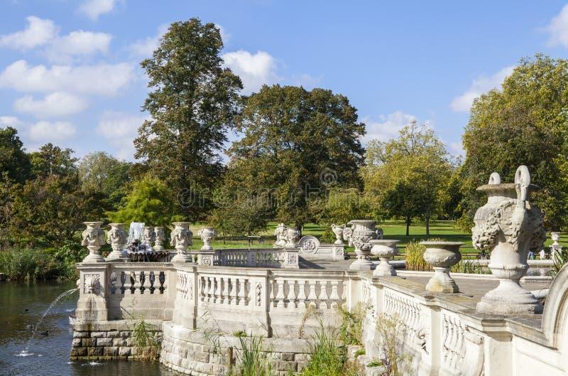 Italienischer Wasser-Garten in Kensington-Gärten lizenzfreies stockbild