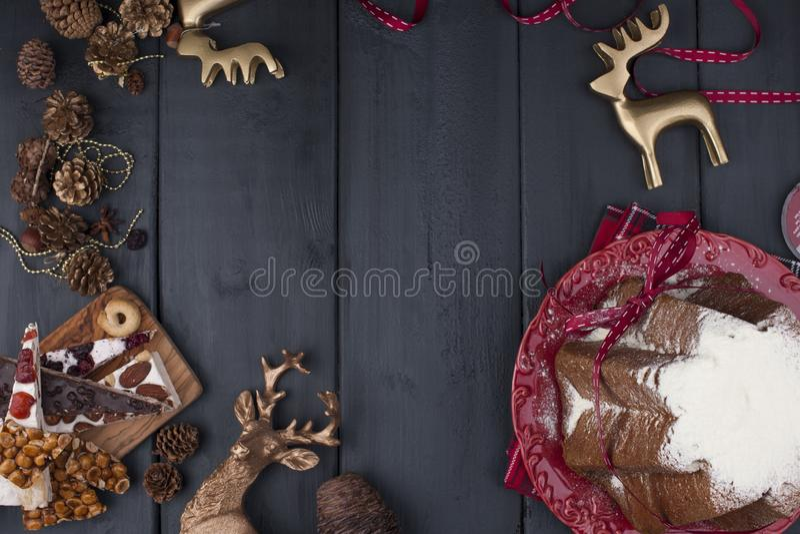 Italienischer Weihnachtskleiner kuchen mit Puderzucker Traditionelles festi stockfotografie