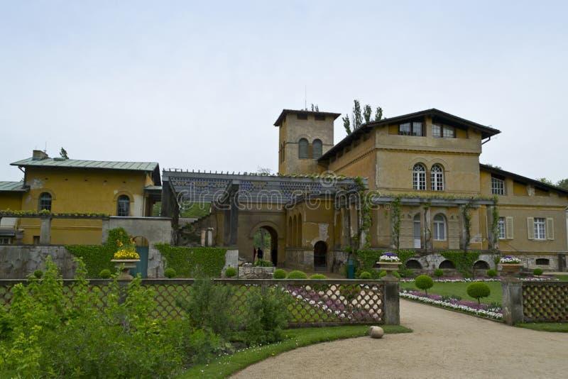 Italienisches Artlandhaus errichtet von Prinzen Frederick William, mit Garten- und Pergolaeingang stockfotos