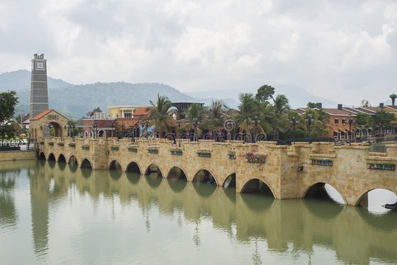 Download Italienisches Dorf stockbild. Bild von fluß, haupt, haus - 96928577