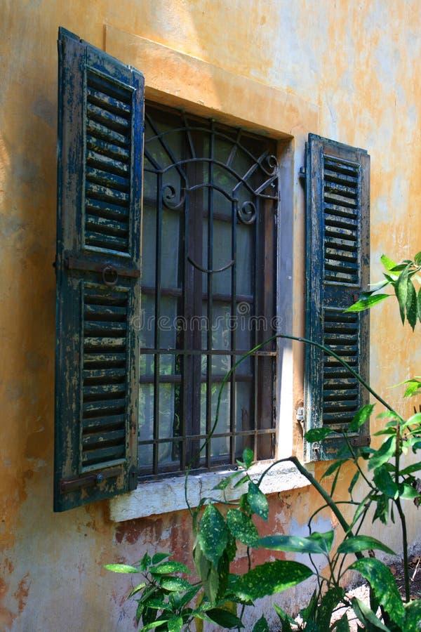 Italienisches Fenster stockfotografie