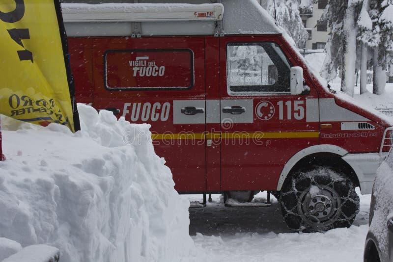 Italienisches Feuerrettungsfahrzeug lizenzfreie stockfotografie