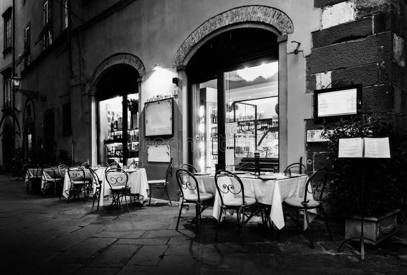 Italienisches Restaurant in Lucca, Italien stockbild