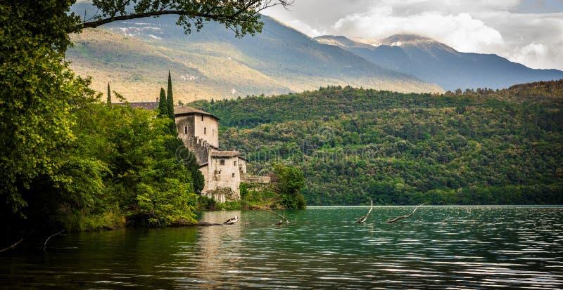 Italienisches Seehaus stockbild