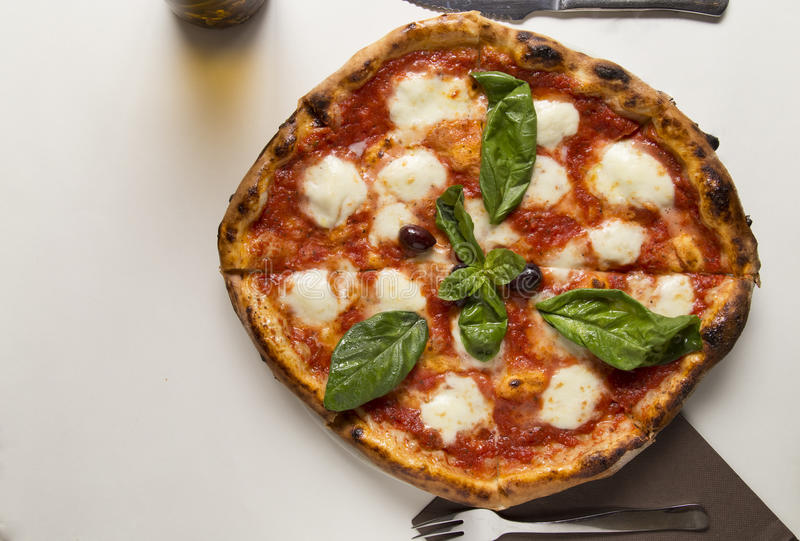 Italiensk flaggapizza royaltyfri bild