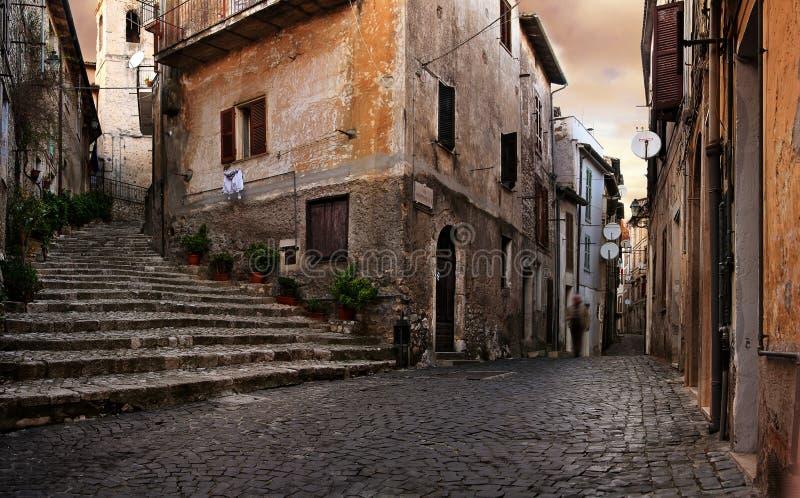 italiensk gammal by arkivfoton