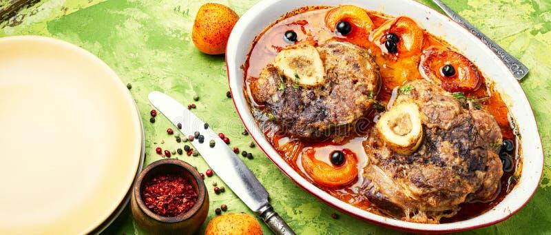 Italiensk kalvköttbiffossobuco royaltyfri fotografi