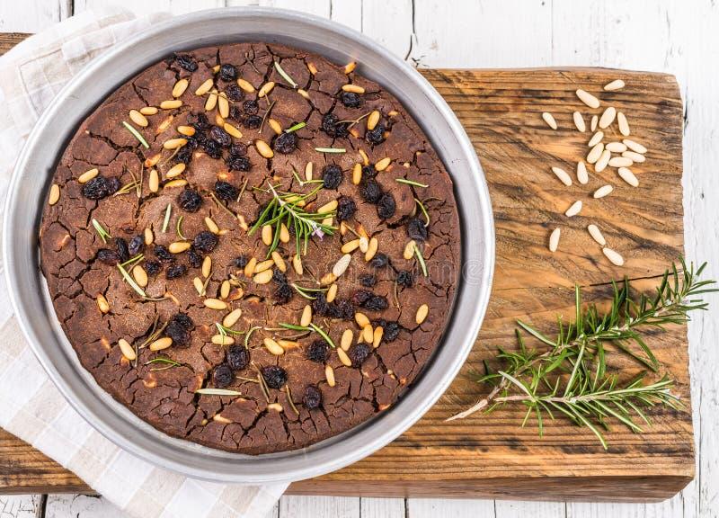 Italiensk kastanjebrun kaka, castagnaccio royaltyfri foto