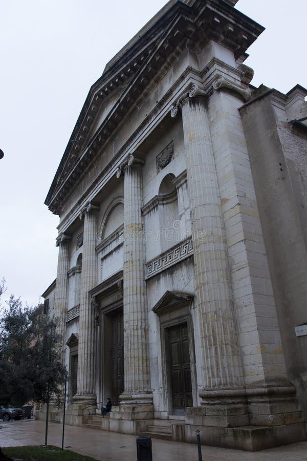 Italiensk katolsk kyrka royaltyfri bild