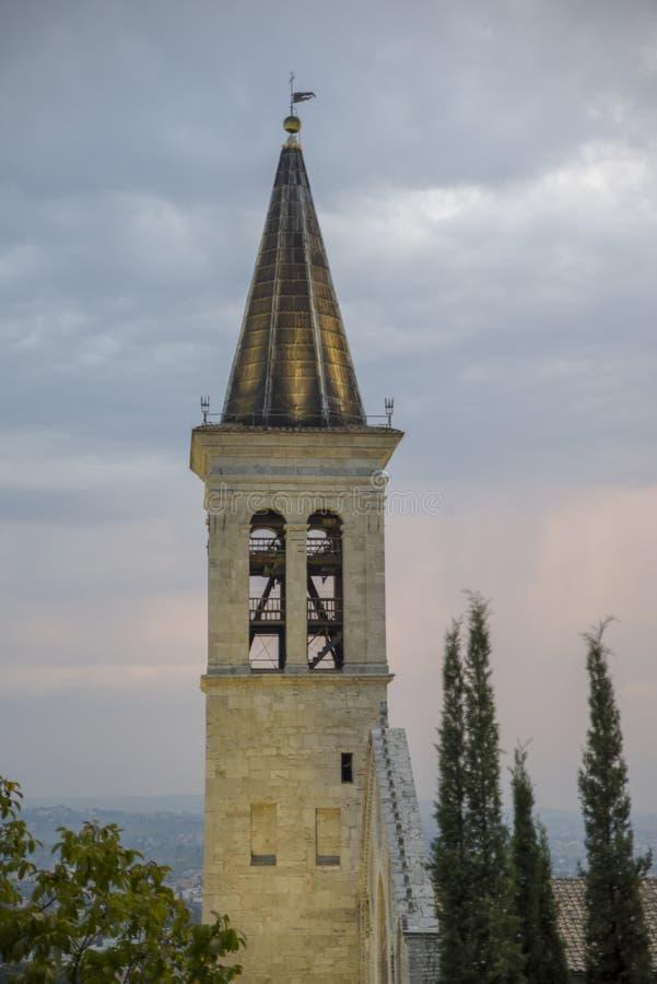 italiensk by Klocka torn av domkyrkan av Spoleto, Santa Maria Assunta royaltyfri fotografi