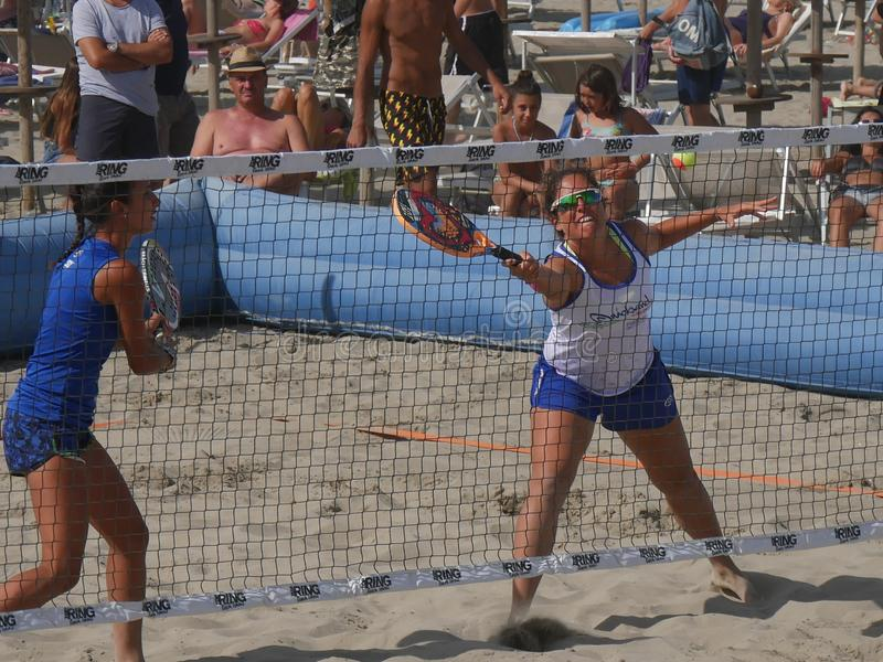 Italiensk mästerskap 2018 för FÄRDIG strandtennis - dubbel kvinnafinal fotografering för bildbyråer