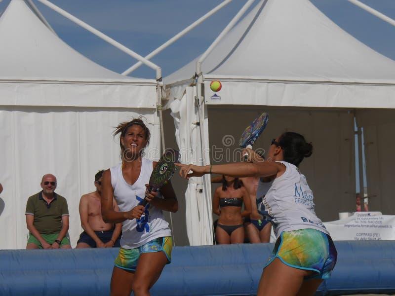 Italiensk mästerskap 2018 för FÄRDIG strandtennis - dubbel kvinnafinal royaltyfria bilder