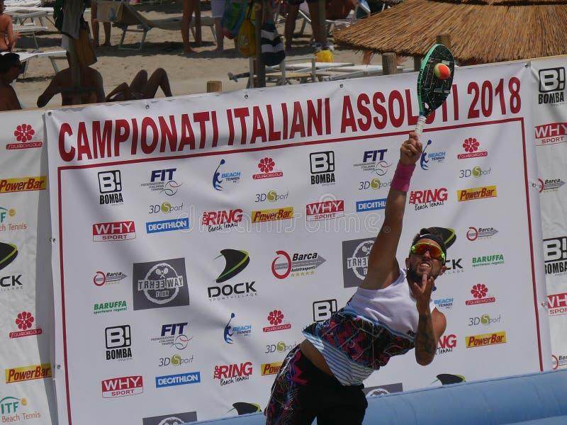 Italiensk mästerskap 2018 för FÄRDIG strandtennis - halv final för dubbla män royaltyfria bilder