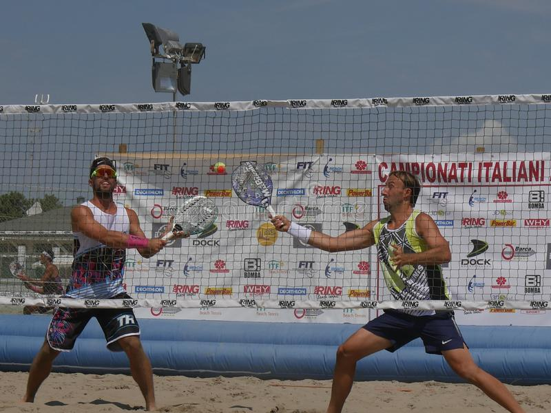 Italiensk mästerskap 2018 för FÄRDIG strandtennis - halv final för dubbla män fotografering för bildbyråer