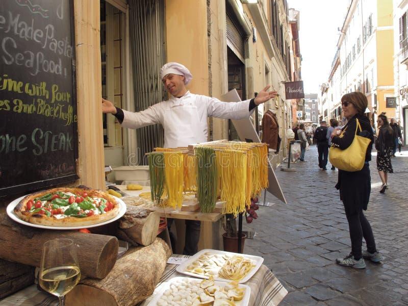 Italiensk mat på gatan arkivbilder