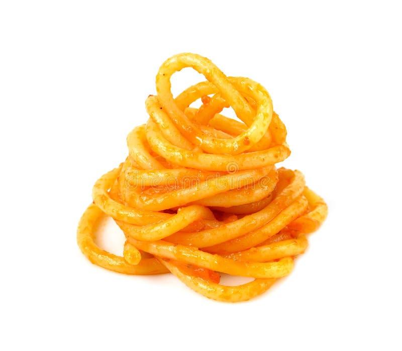 Italiensk mat - pasta med tomatsås, spagettinudelisolat arkivfoto
